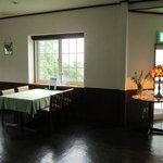八森イソラ - 左側の窓側席