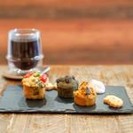 オシオ ヒーリングスペース&カフェ - 料理写真:ブロッコリーとトマトのお野菜ケーキ、米粉のカボチャマフィン、米粉の抹茶マフィン、コーヒー