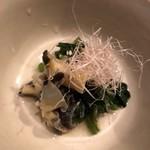 メデ・イタシ - 赤西貝と春菊のお浸し