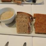 シャントレル - 豚リエットのココット、カンパーニュ、茸クロックムッシュ