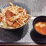 日喜屋 - ホルモン丼(並)450円(税込)
