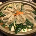 庄乃家 - 料理写真:餃子鍋