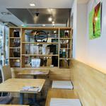 95363740 - 店内は白木の柔らかいナチュラルな空間です。穏やかな時間が流れています♪