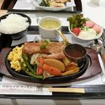 タカラヅカキッチン - 丹波黒どりのステーキセット