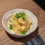 焼き鳥と水炊き とこしま - 2018.10 お通し(500円)安納芋と蒸し鶏のサラダ