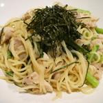 kuro - チキンと小松菜の味噌バターソース