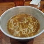 いかれたヌードル フィッシュトンズ - アグーの豚骨ラーメン二杯目