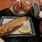 水道橋酒場 多喜乃や - 秋サバ塩焼きと鶏の唐揚げ定食850円