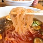 平壌冷麺食道園 - 麺リフト