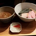いかれたヌードル フィッシュトンズ - アグー豚骨つけ麺