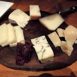 La Prosciutteria - チーズ全種盛合せ1,980円