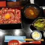 焼肉割烹 ひととき - 赤身レアステーキ重 肉ボリュームアップ1300円