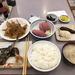 95380354 - まぐろ刺身定食、生さんま塩焼き、いり豚、お新香