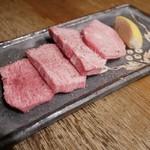 七輪炭火焼肉 和や - 『上タン塩』¥1,980円                  かなり柔らかく少し厚切りのタンです。しかし値段の割りには少し物足りない印象です。