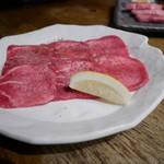 七輪炭火焼肉 和や - 『タン塩』¥880円               しっかりとタン芯の部分を使用しています。七輪で焼く分香ばしくてロースターとは違った美味しさを味わえます。