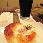 9539646 - 目玉焼きベーコンのコーヒーセット 400円