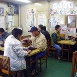 竹家食堂 - これぞ市場の食堂という感じで、店内賑わっております。気軽に足を運べるのがメリットかも