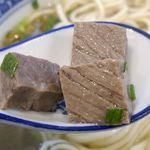 西北拉麺 - サイコロ状にカットされた牛肉は旨味が濃厚な上にジューシーさが炸裂!さっぱり気味なことも功を奏してスルスルと楽しめます!