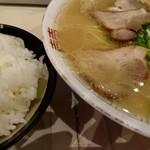 長浜ラーメン一龍亭 - ラーメン460円+めし150円