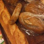 バゲット - パン屋さんなので料理待ちの間にパンも買いました 丁度1,000円でした 6個