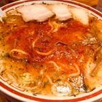 田中そば店 - 辛味噌を溶くと真っ赤なラーメンへ変わります。
