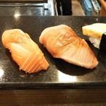 あおい寿司 - 料理写真:サーモン、天然鰤、玉子