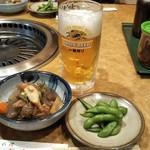 ぶんか - 料理写真:スジ煮込みと枝豆と私も生ビール