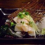 居酒屋 政 - 料理写真:ホタテの刺身 盛りつけがいい^^