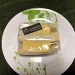 イチバンヤ - 厚焼き玉子サンド302円税込
