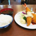 八千代味清 - カニクリームコロッケとエビフライ定食