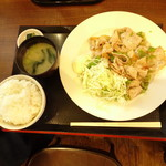 釈迦堂パーキングエリア(上り線)スナックコーナー - ネギ塩豚定食