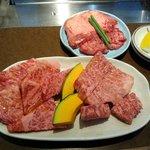 板前焼肉 一斗 - 料理写真:手前右・宮崎牛のラムシン、左・鹿児島黒牛の特上ロース♪奥は塩タンです