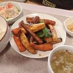 丘珠キッチン - 秋の丘珠野菜みそ炒め定食(イベントメニュ);メインの皿に ご飯/スープ/サラダ/小鉢がセット @2018/10/28