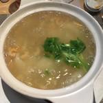 95421338 - 白菜と干エビの煮込み土鍋仕立て(干しエビが効いてます。美味しい!)