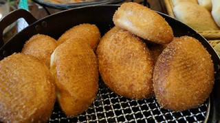 石窯焼きパンの城 スイート 並柳 - カレーパン