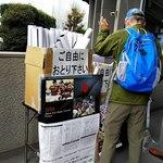 秩父宮ラグビー場 売店 - 自由に取るおじいちゃん。
