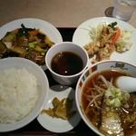 青苑 - 料理写真:牛スネ肉と大根の辛子煮込み・鶏肉の卵白揚げ・ドリンク付き
