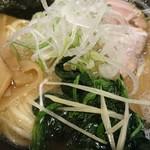 麺屋 侍 - アップで!!糸生姜?が良いアクセントに!