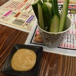 浜焼き・串かつ酒場 波平 - きゅうりスティック
