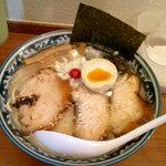 旭屋 - 塩とろ肉らーめん(¥850) 味・脂ともに濃く、いかにも漢のラーメン