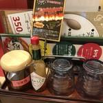 太陽のトマト麺 - 卓上調味料など