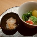 95432673 - お通し500円 野菜の出汁煮 烏賊のトビッコ和え