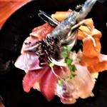 サーモンとエビ 鮮魚旬菜 のらばる - 信州サーモン、絹姫サーモン、イカ、タイ、鮪、ハマチ、天使エビ