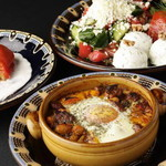 ブルガリアンダイニング トロヤン - お皿はブルガリアの工芸品