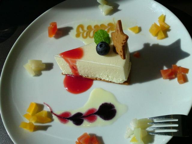 グランドセラー&バール 日家 - 350円のレアチーズケーキ