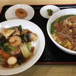 阿里山 - 料理写真:台湾味噌ラーメンと中華飯のセット