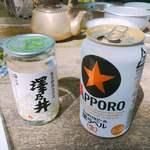 長尾茶屋 - 澤乃井ワンカップとサッポロ黒ラベル(各400円)