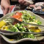 越後一会 十郎 - 最初の料理はカボチャのシーザーサラダ780円。