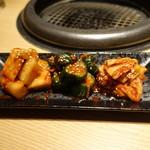 焼肉茶屋 みさわ - キムチ盛り合わせ:白菜、きゅうり、カクテキ