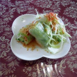 ムアンタイ - グリーンカレーセットの生春巻きとサラダ